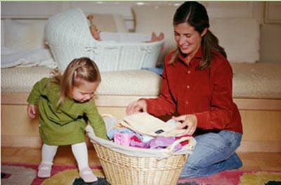 убираем игрушки вместе с ребенком